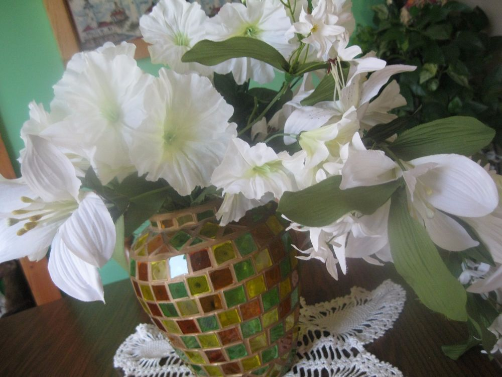""" 100 plus SQUARES` COLORED GLASS  9 IN VASE` w/ HUGE WHITE FLORAL DISPLAY`"
