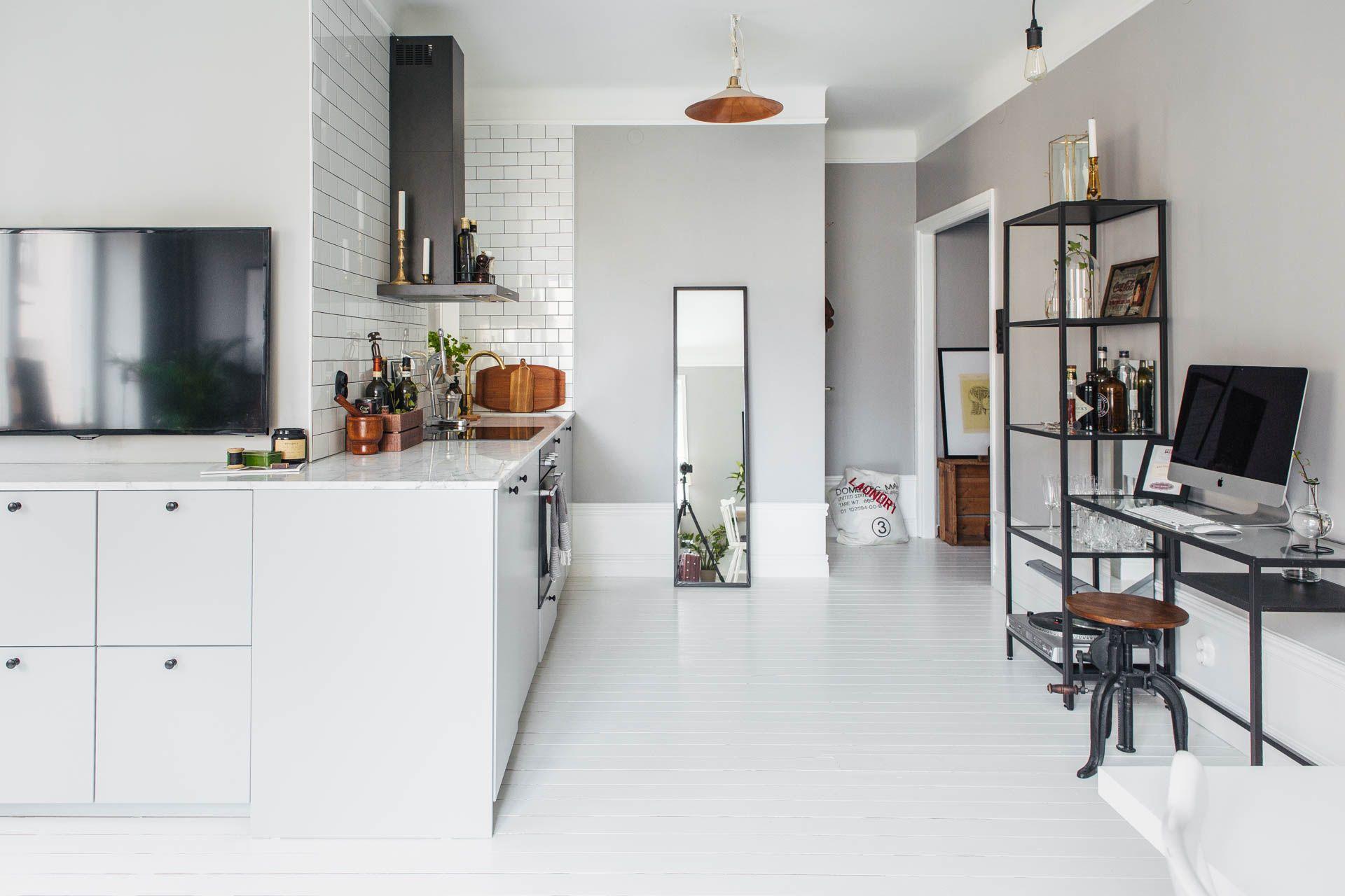 Keuken-tv-meubel-combinatie in een kleine L-vormige woonkamer ...