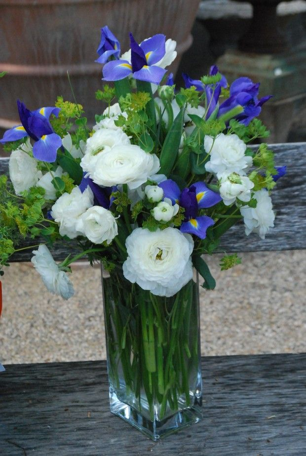 White Ranunculus Iris And Bupleurum Flower Arrangements Flower Arrangements Center Pieces Iris Flowers