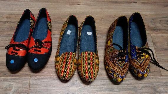Zapatos de Ankara tela africana, de hecho viene en hermosos colores. Tamaño 42 es el más grande, que es un 9 en hombres y 11 en las hembras.
