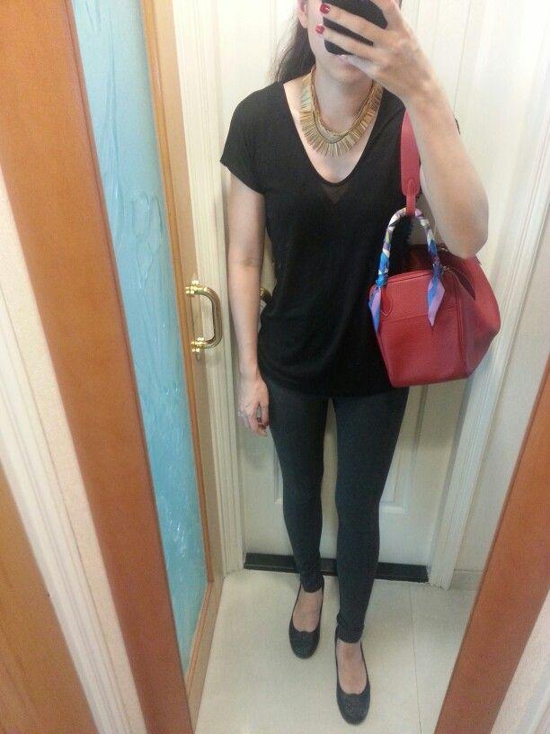 690674630909 v-neck T-shirt, Zara leggings, vintage necklaces, Hermes Lindy 30 bag rouge.   VintageNecklace  HermesLindy  HermesRed  HermesTwilly