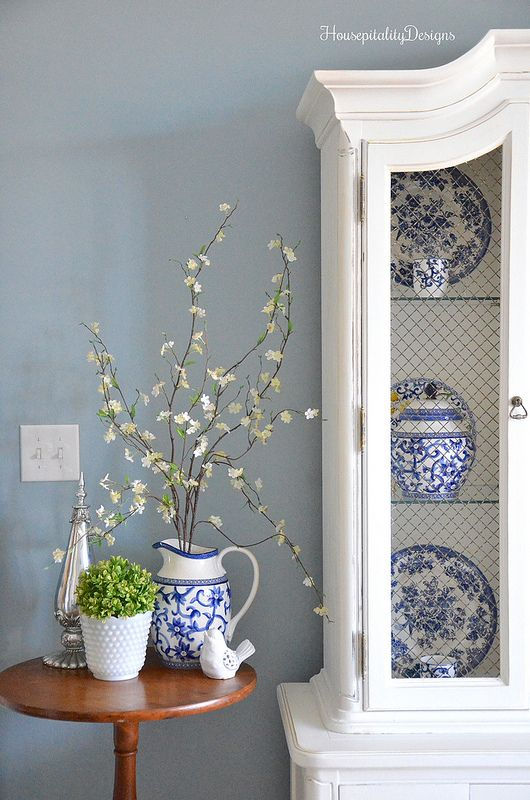 Guest Room-Hutch-Blue and White-Housepitality Designs Bedrooms - schlafzimmer ideen altbau