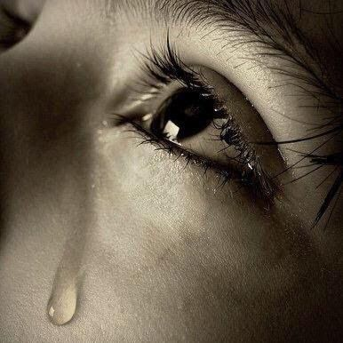 Pin By Sara Hassaan On روائع الشعر العربي Tears In Eyes Tears Photography Crying Photography