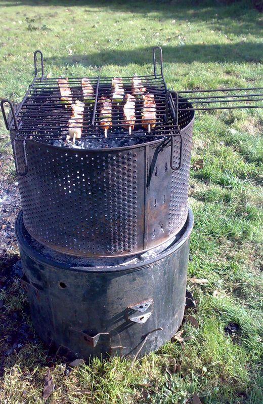 Barbacoa anticrisis hecho con un tambor de una lavadora - Como hacer un barbacoa ...