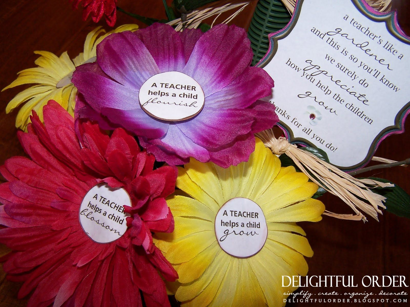 Teacher Appreciation Gift - Flower Pens ~ maybe translate this to ...