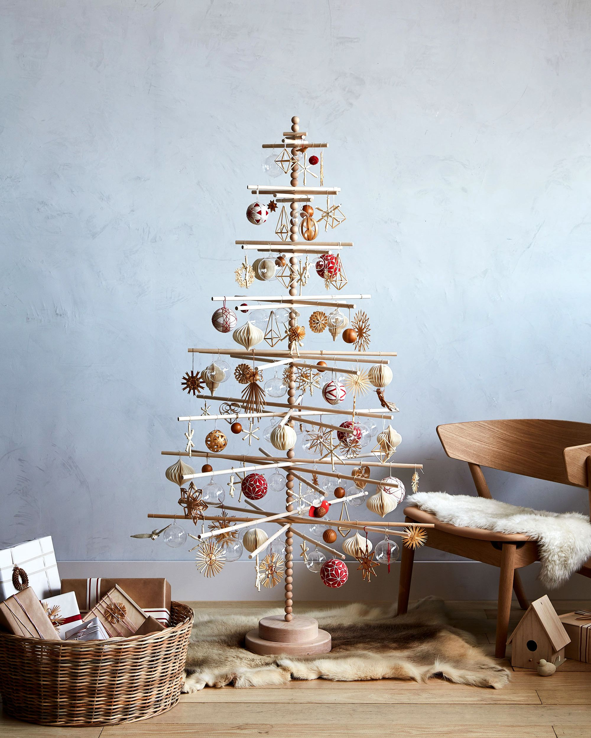 Here S How To Decorate A Wooden Christmas Tree In Scandinavian Style Creative Christmas Trees Christmas Tree Storage Minimalist Christmas Tree