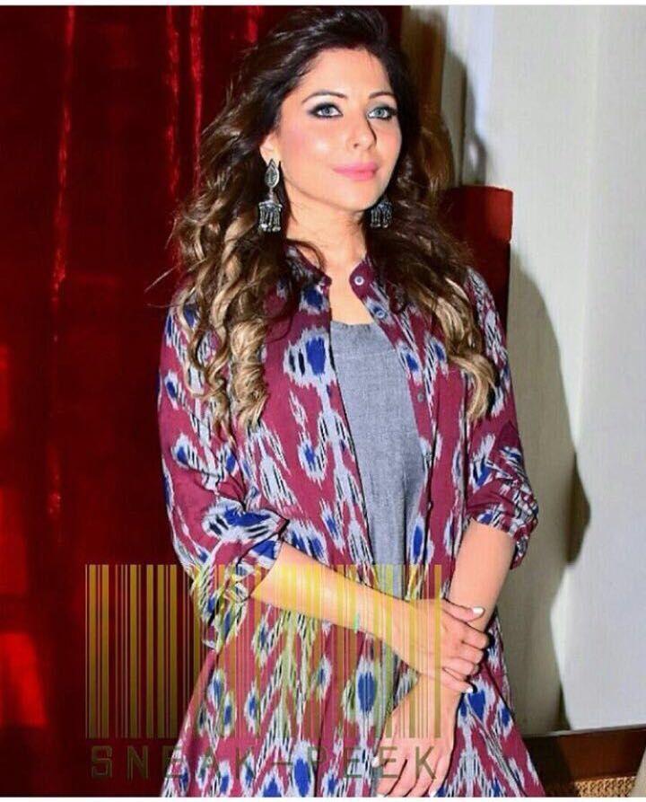 Singer Kanika Kapoor looks super gorgeous while wearing ...