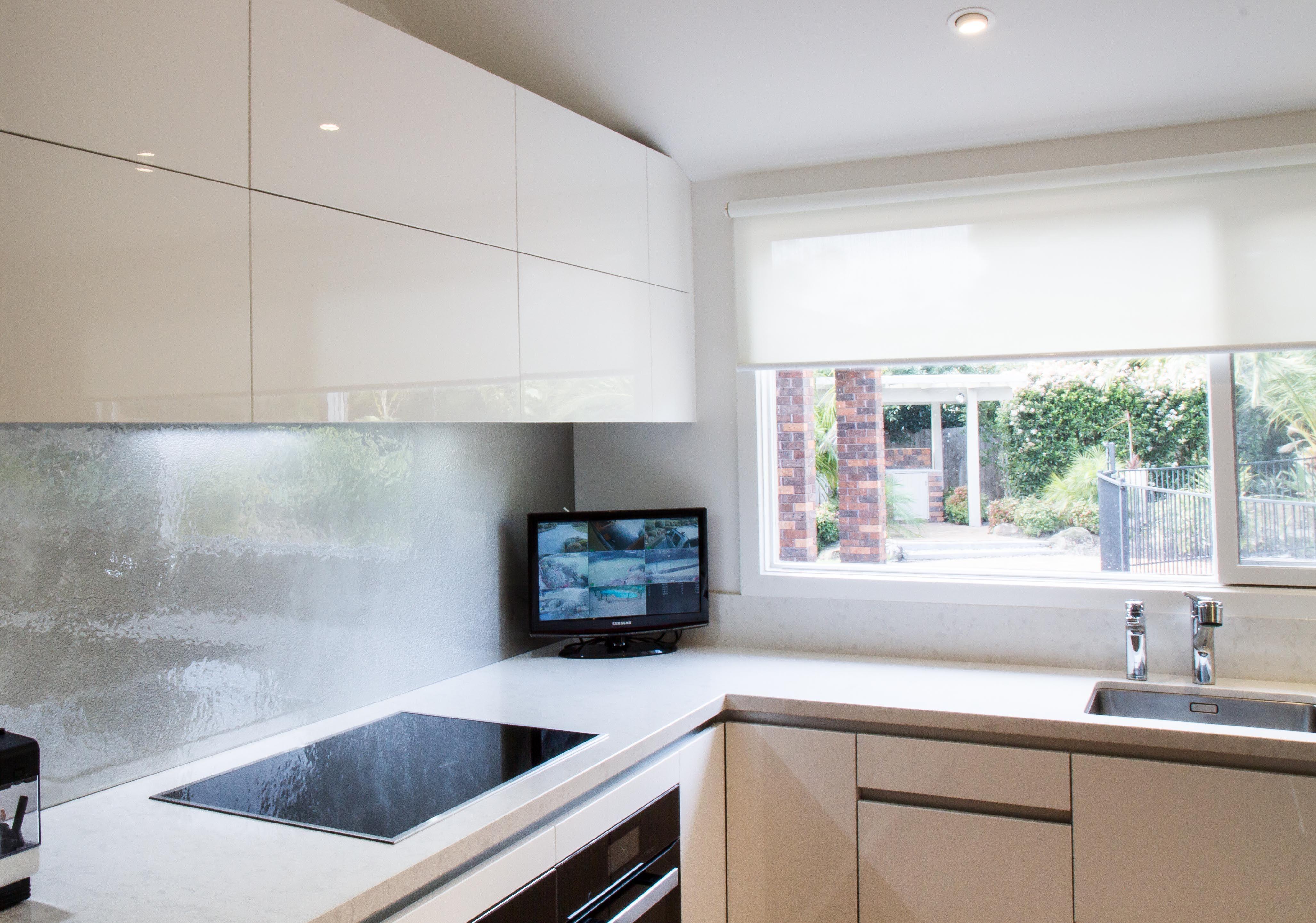 kitchens induction cooktop corner cabinet overhead cabinets no handles wwwthekitchendesigncentrecom. Interior Design Ideas. Home Design Ideas