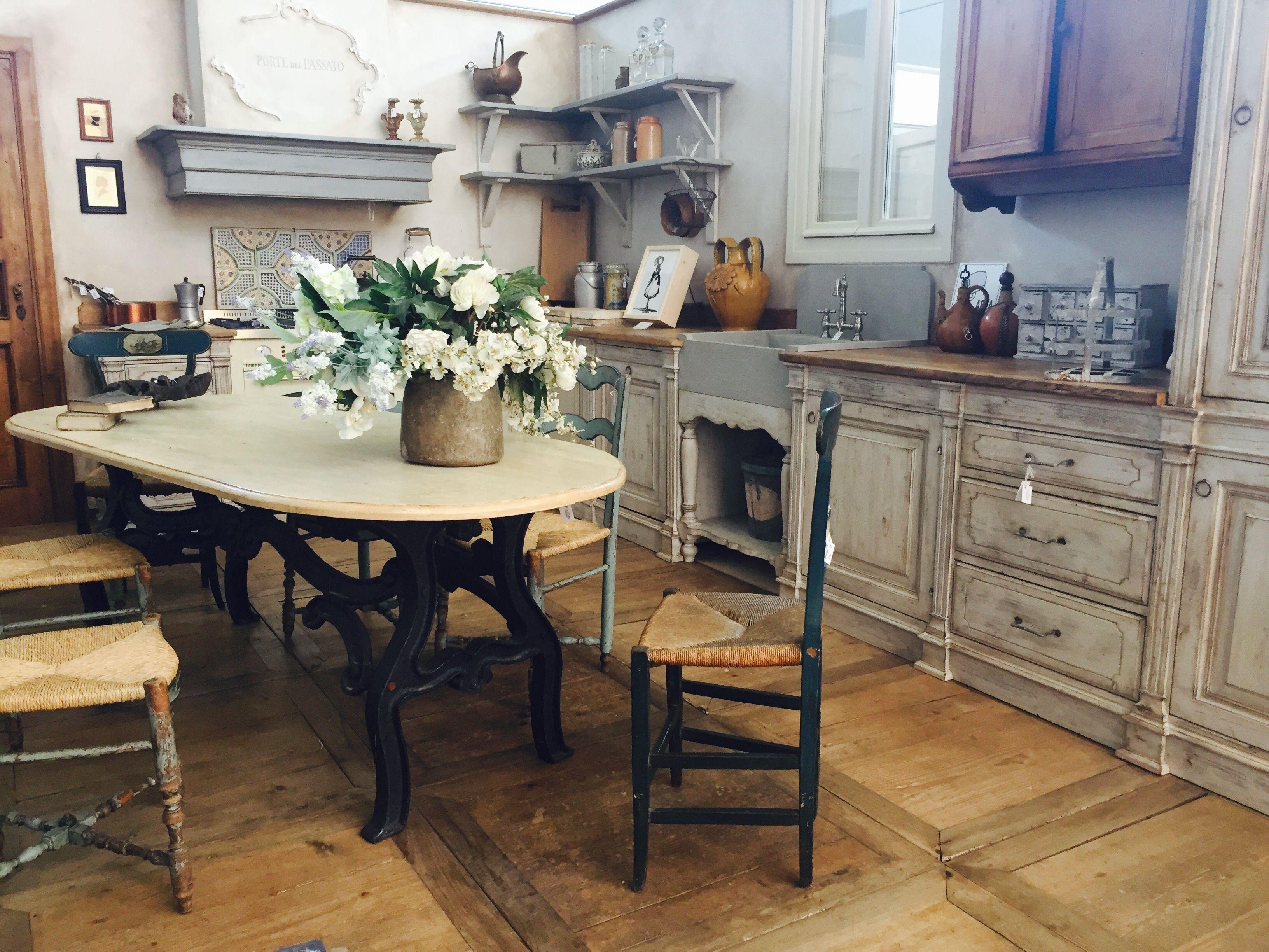 Nuovi abbinamenti. Un tavolo industrial chic e una cucina stile ...