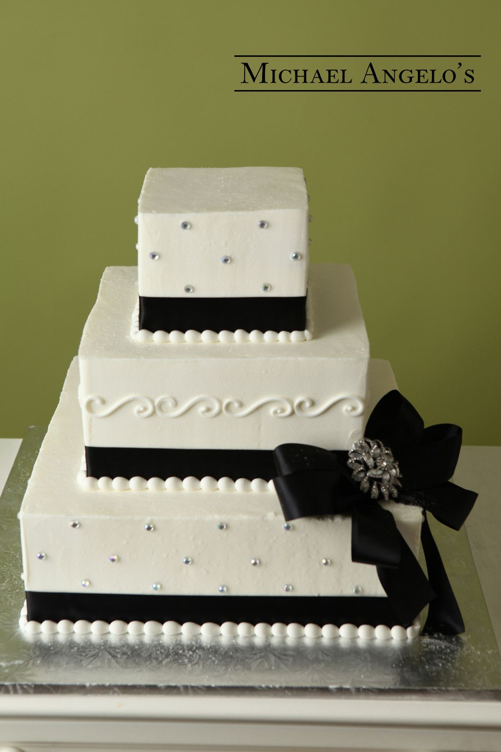 square black and white wedding cakes pictures%0A Square Design with Brooch    Bow This threetier square buttercream cake is  a great    Black Wedding