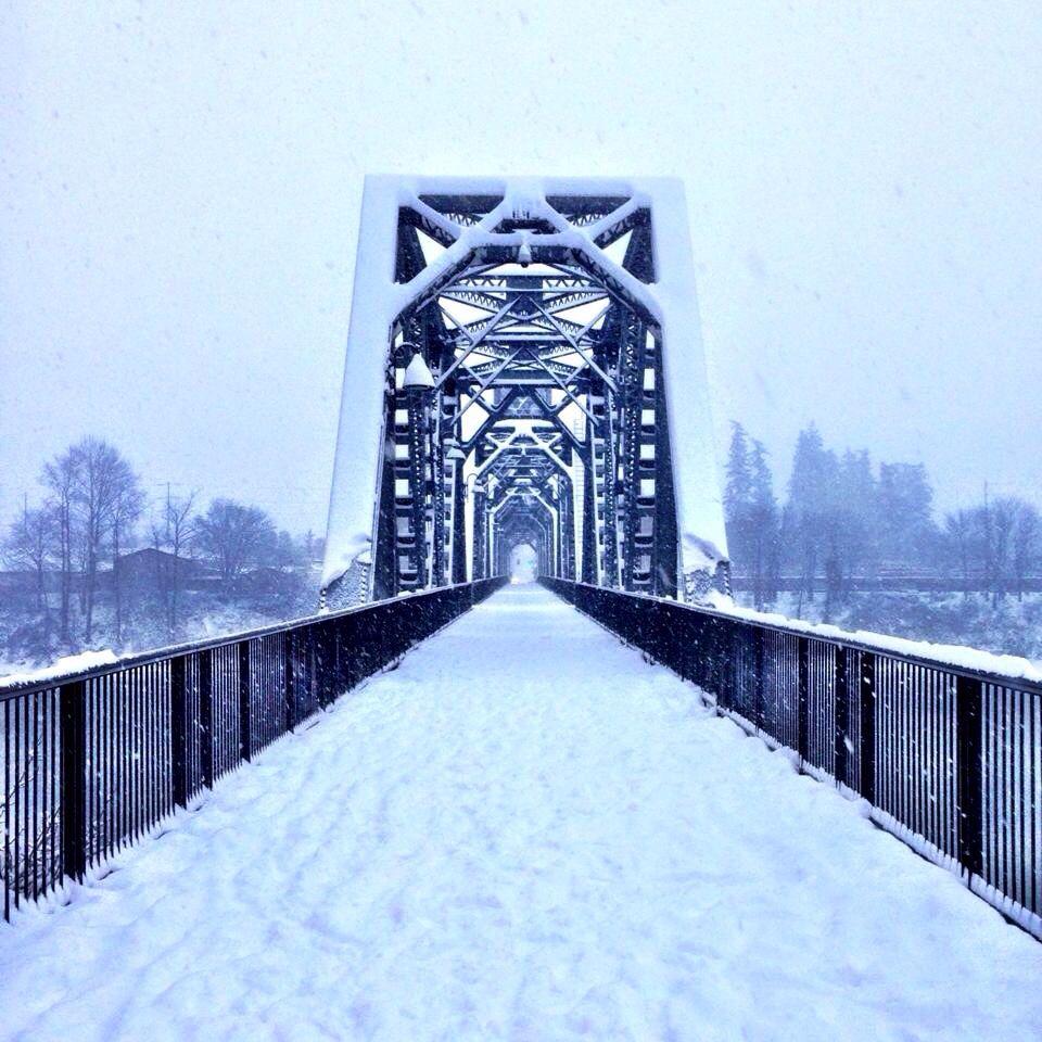George Washington Bridge, Oregon, Landmarks