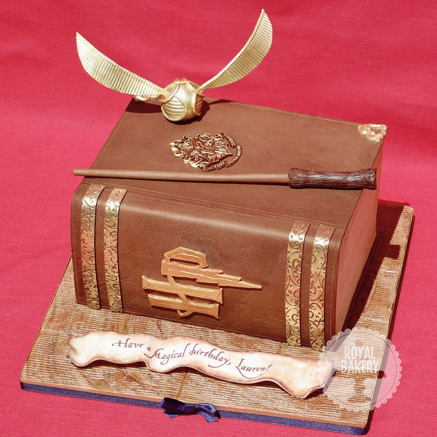 Harry Potter cake by EnglishCakeLady after an original design by Sweet Blossom Cakes (via Cake Central)