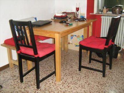 Tavolo cucina in legno chiaro completo di panca in legno for Tavolo cucina 2 posti