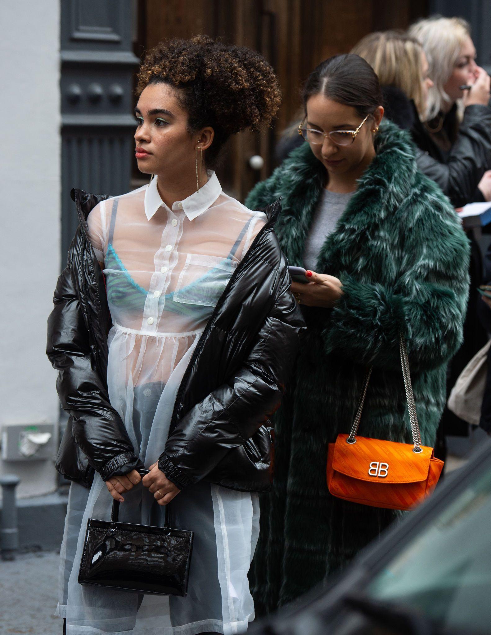 24fb5b8b カラフルなアウターで吹雪も乗り切る 2019-20年秋冬ニューヨーク・ファッション・