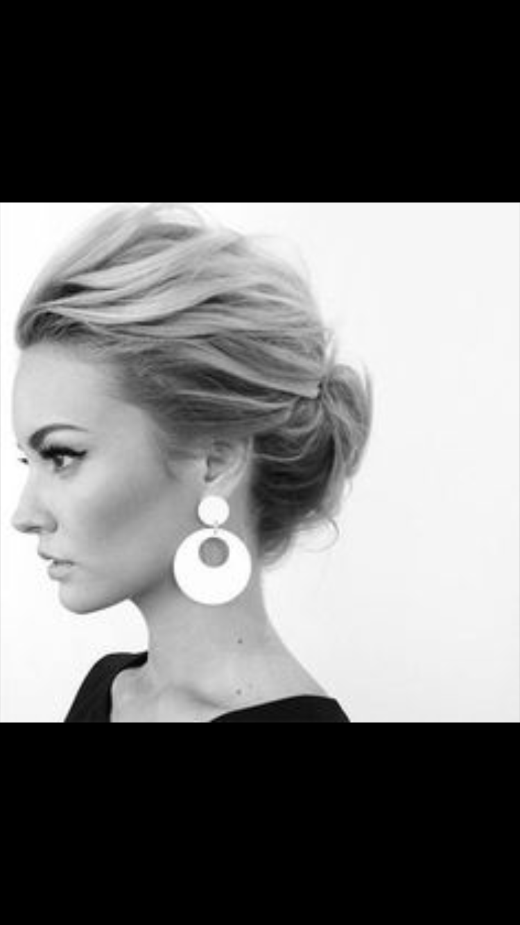 Perfect messy low bun | Hair | Pinterest | Low buns, Formal hair and ...