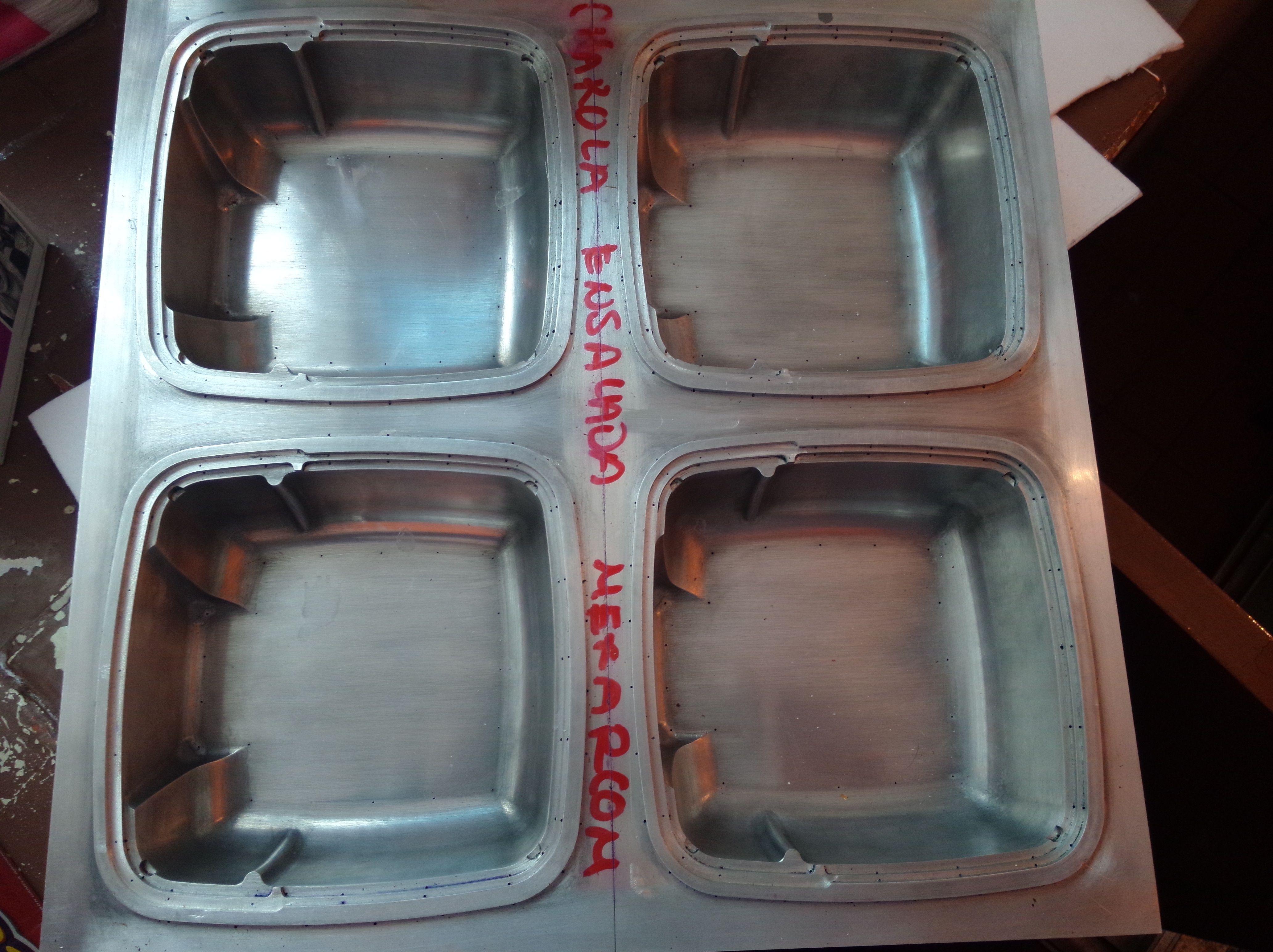 Matriz de termoformado para charola de ensaladas.