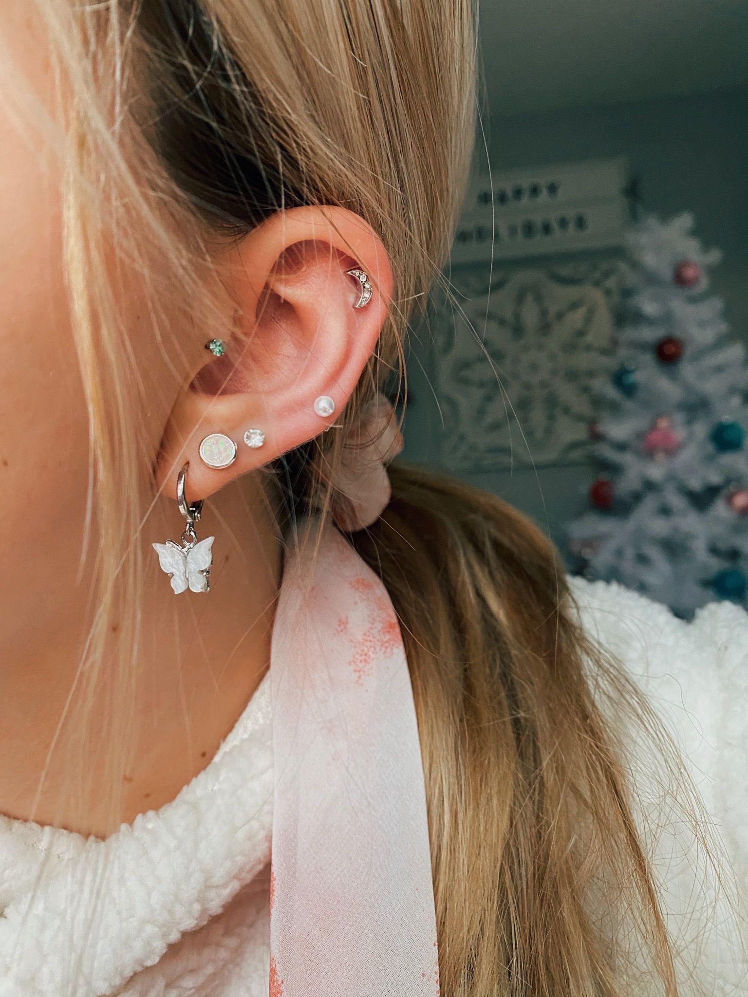 VSCO caitymiller in 2020   Bar stud earrings, Gold bar