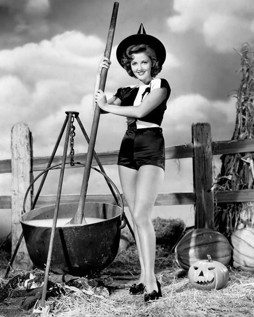 Vintage Halloween Hollywood Actress Pin Up