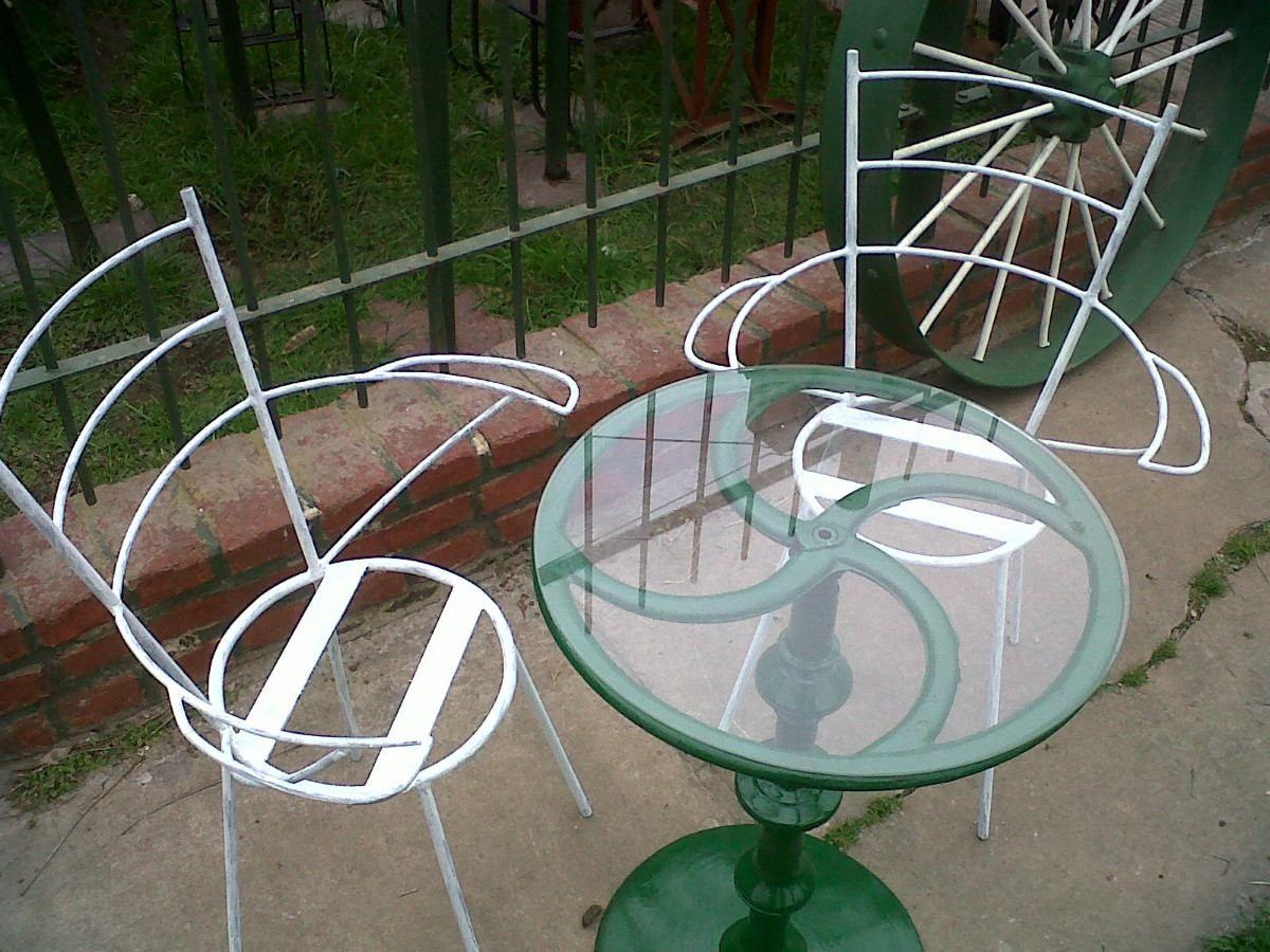 Mesa y sillas de jard n en hierro simple y elegante dise o for Sillas de jardin de hierro
