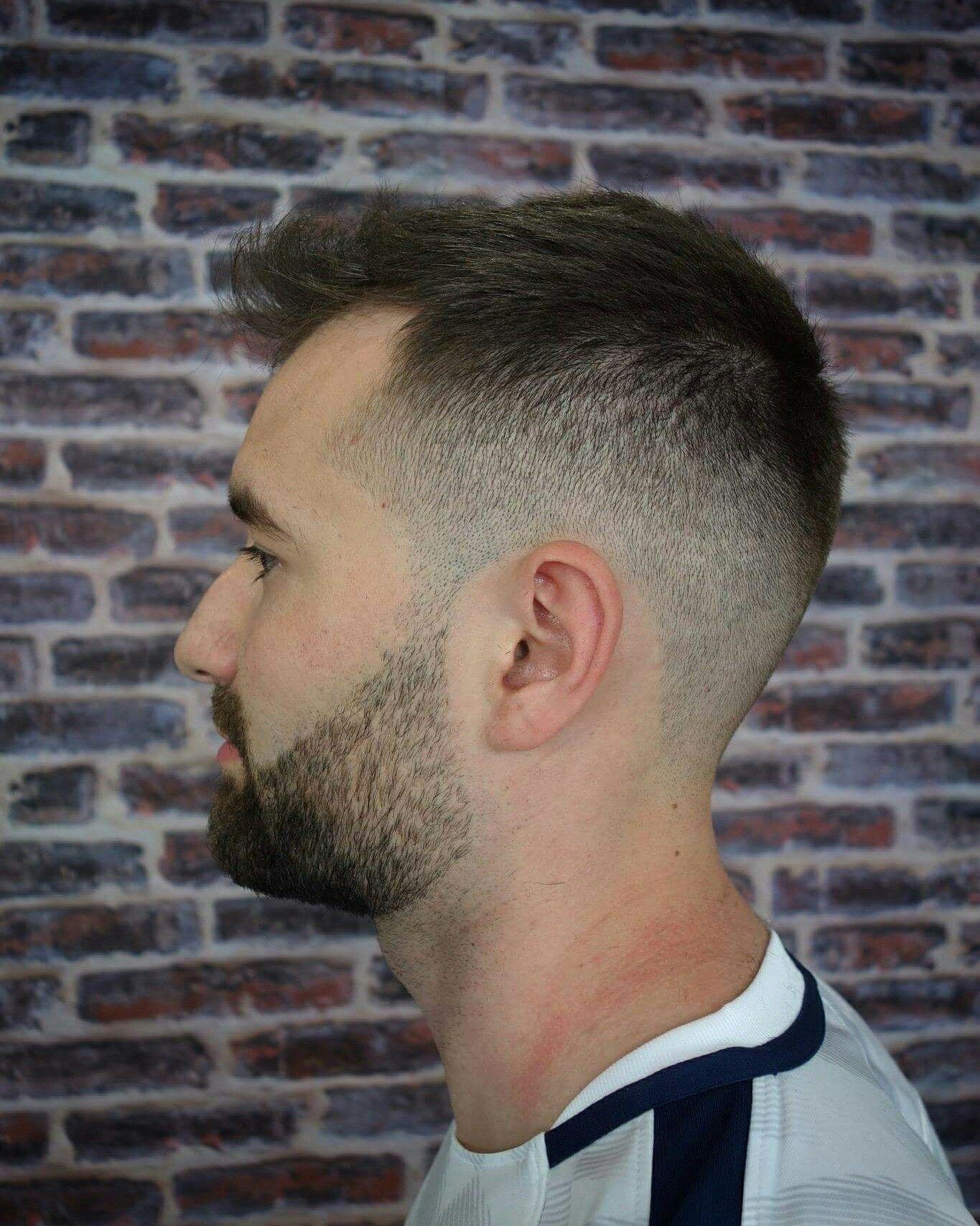 Coupe homme, dégradé bas, style américain avec une légère barbe. Par Salon  Maxime