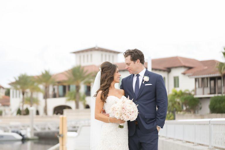 Hochzeit im Freien, Braut in Strapless Morilee von Madeline Gardner ...