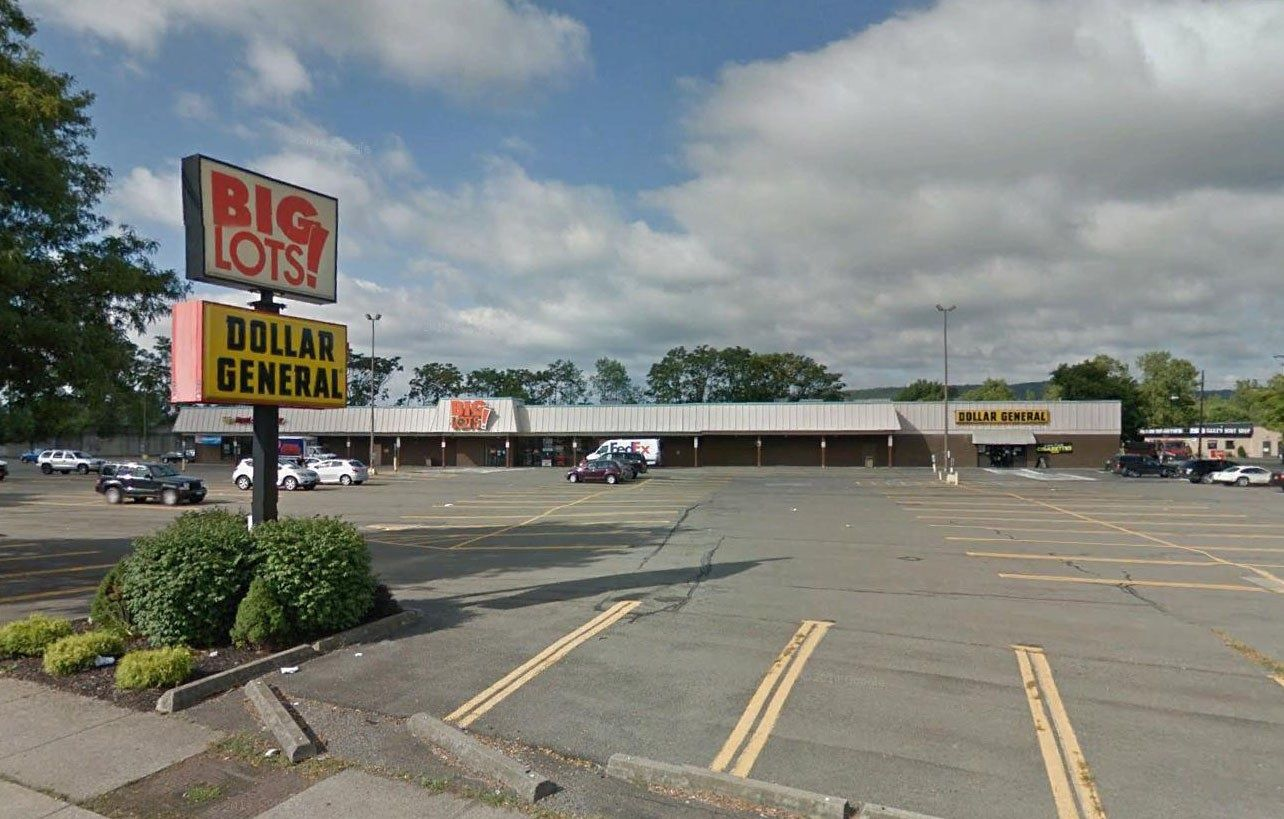Great 50 803 Sf Plaza At Busy Intersection Located In The City Of Elmira Tenants Of The Plaza Include Big Lots D Big Lots Commercial Real Estate Real Estate