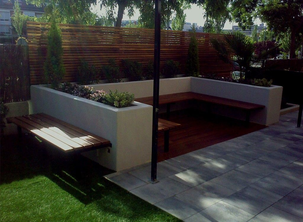Patios modernos pequeos best agrable mesas para salones for Jardines de patios modernos