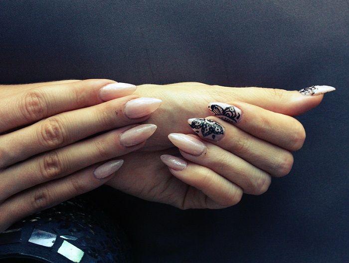 Nani Karoliina - Be yourself : Henna nail art