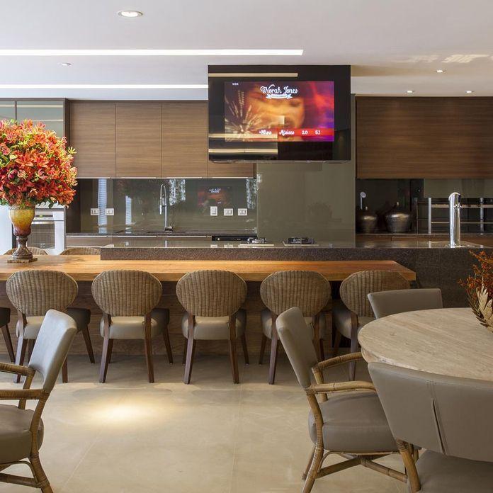 cozinha planejada com tons terra de jayme bernardo arquitetura e design no viva decora