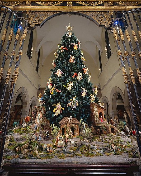 The Gorgeous Metropolitan Museum Of Art Christmas Tree A Must See Metropolitan Museum Of Art New York Christmas Tree