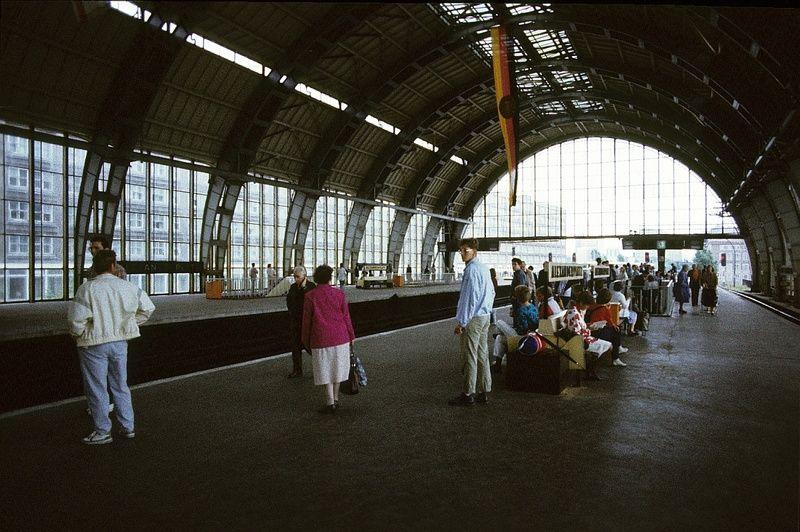 Berlin-Mitte. S-Bahnstation Alexanderplatz, 1985 | Foto: Gerd Danigel
