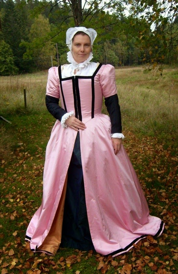Evau0027s historical costuming blog A womanu0027s gown from Lyon 1565  sc 1 st  Pinterest & Evau0027s historical costuming blog: A womanu0027s gown from Lyon 1565 ...