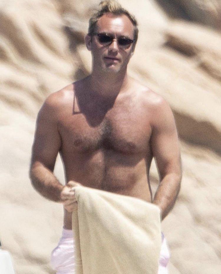 Jude law shirtless — img 8