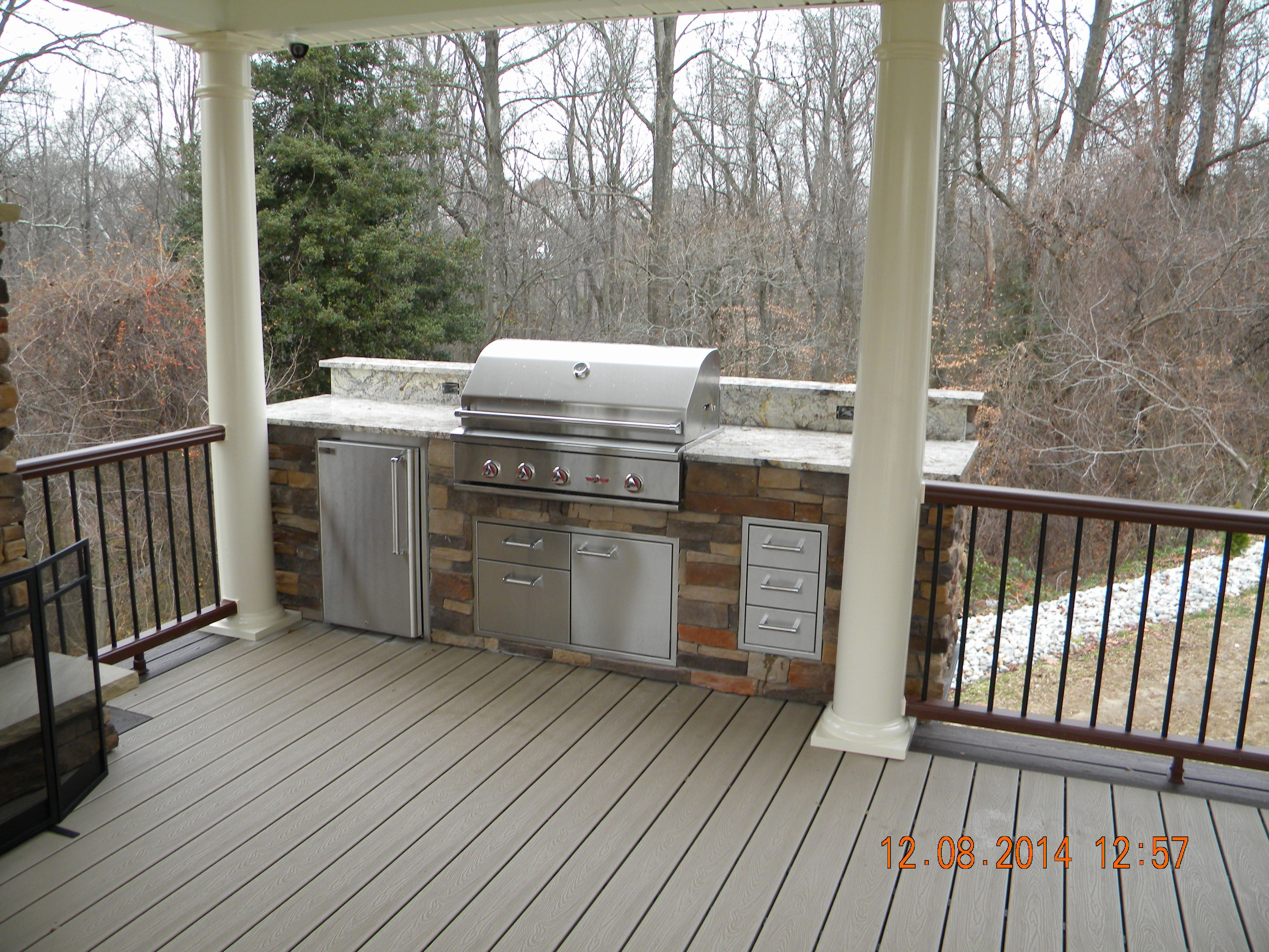 Www Anotheramazingdeck Com Trex Transcend Deck With Custom Grill Island Outdoor Grill Station Outdoor Kitchen Design Layout Built In Grill