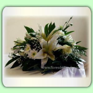 Centro de mesa con lilium y flores de estacion centros de mesas pinterest flowers - Centro de mesa con flores ...