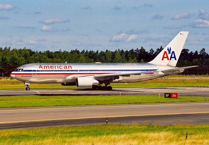 Boarding An American Airlines Plane N334aa Lining Up The Runway At Stockholm Arlanda Arn Essa In Sweden American Airlines Aircraft North Tower