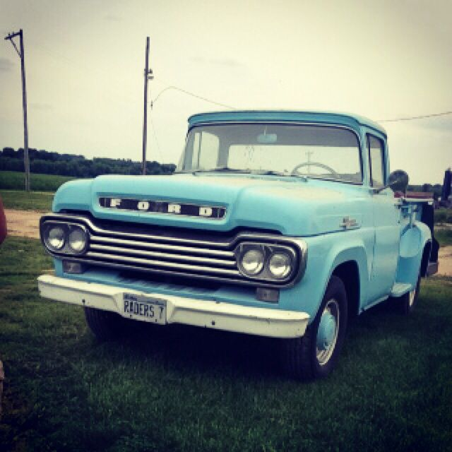 Old ford truck<3