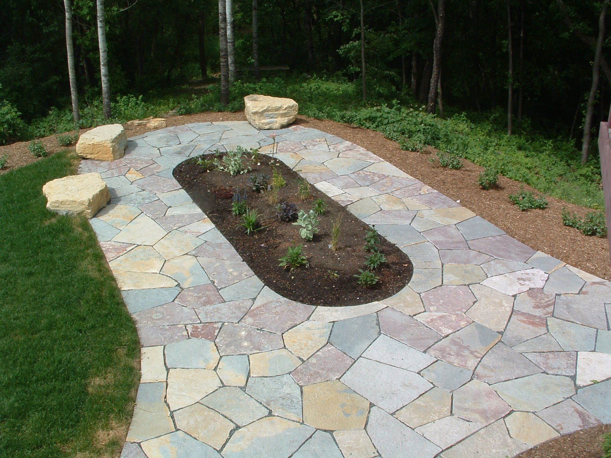 Natural stone patio walkway with flower bed and boulder seating landscape ideas pinterest for Natural stone walkways