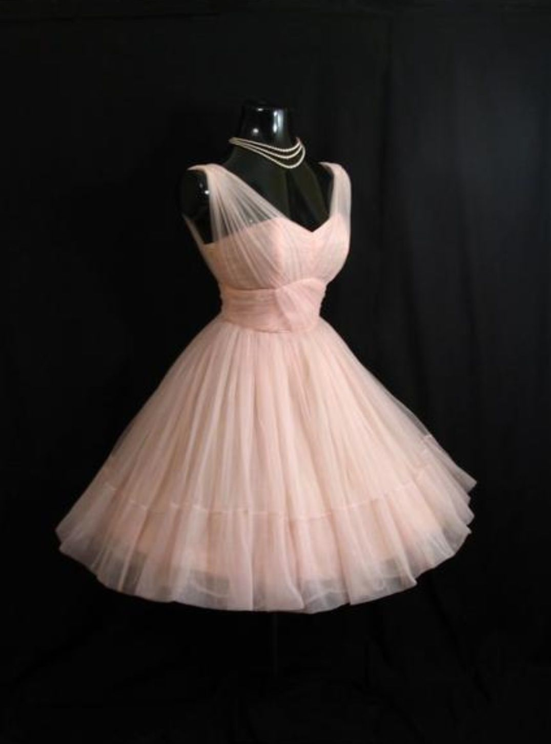 Vintage dress | Someday wardrobe | Pinterest | Baile de graduación ...