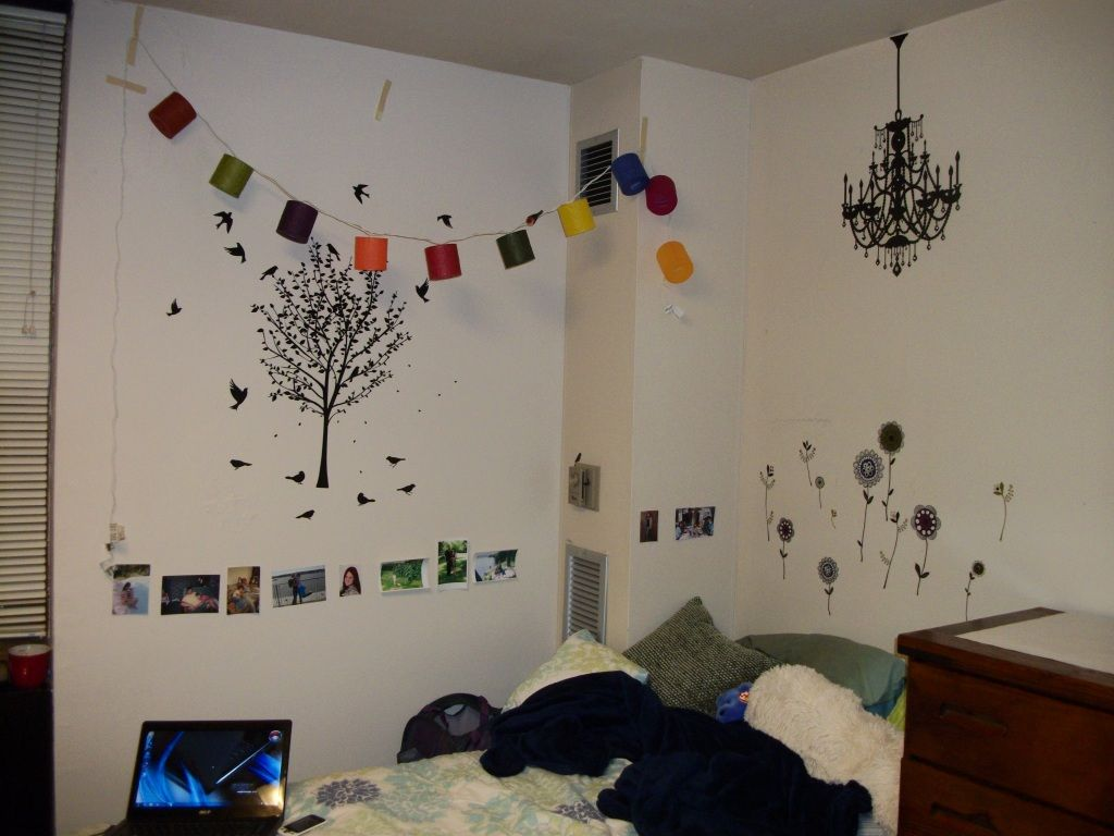 dorm room wall decor - Google Search | Dorm Decorations ...