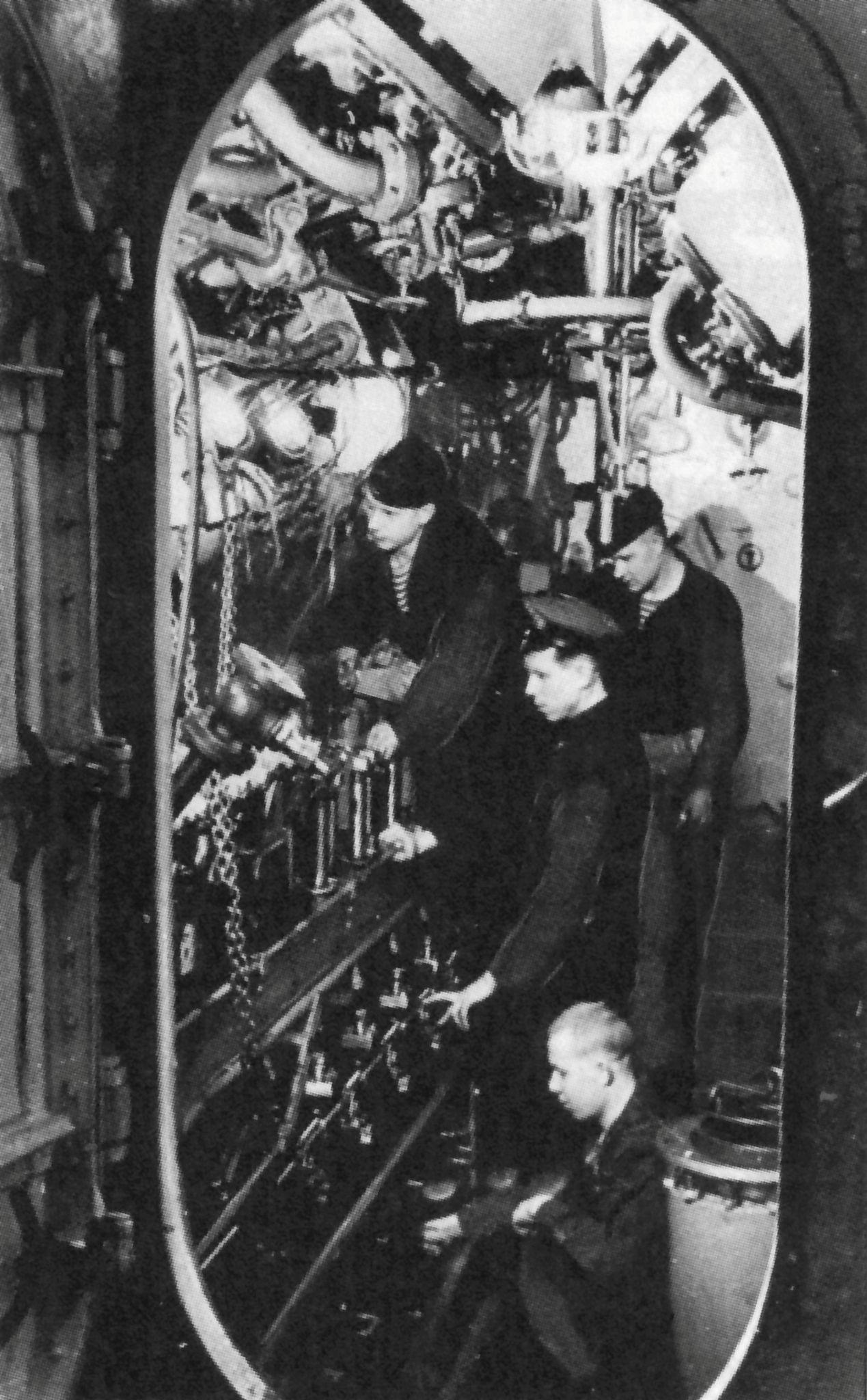 Army Tug Engine Room: La Salle Des Machines Du Sous-marin Allemand U-406