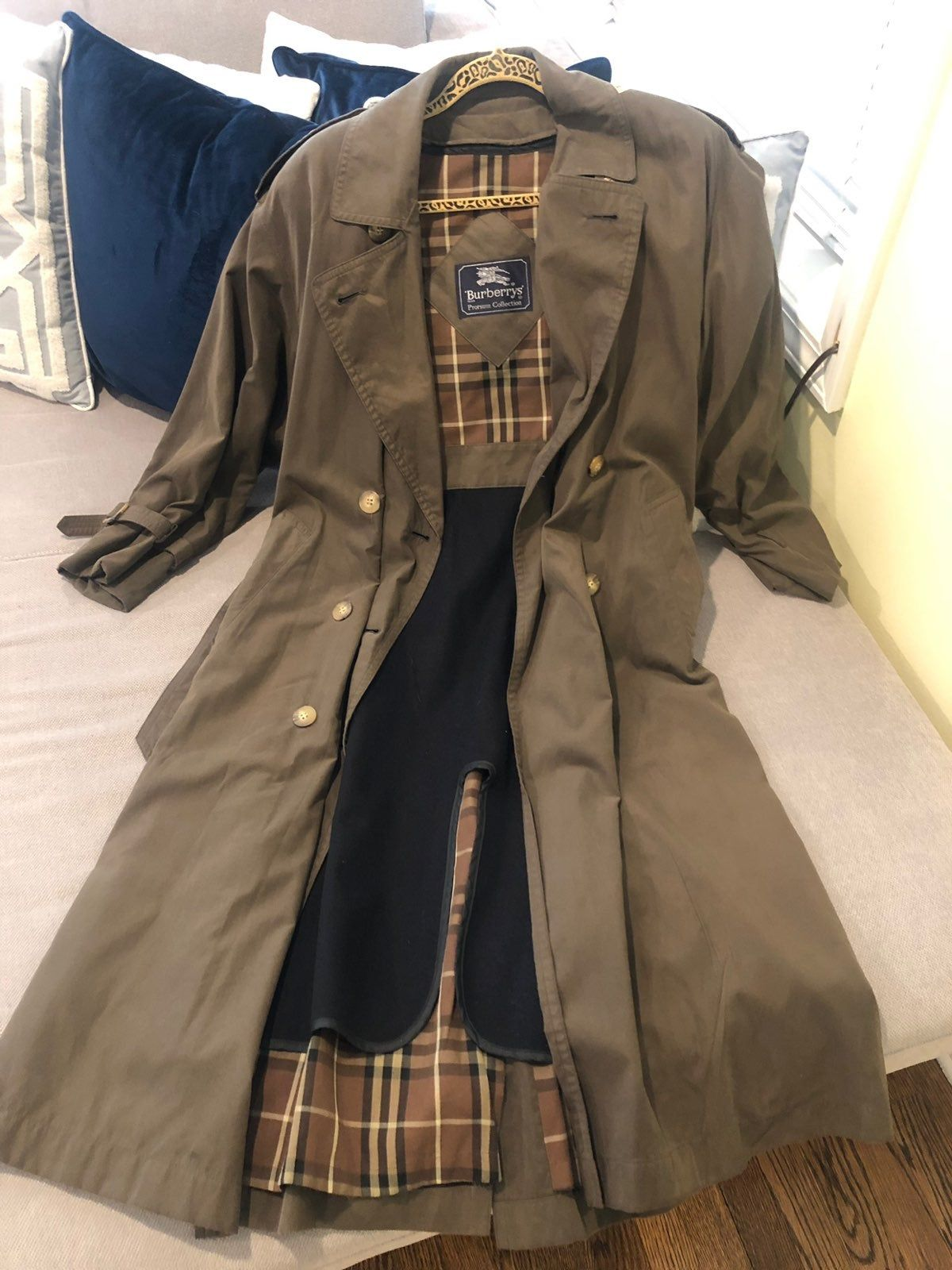 Vintage Burberry Trench Coat Petite Size 6 But Runs On The Bigger Side One Sleeve Cuff Missing Burberry Trench Coat Burberry Coat [ 1600 x 1200 Pixel ]