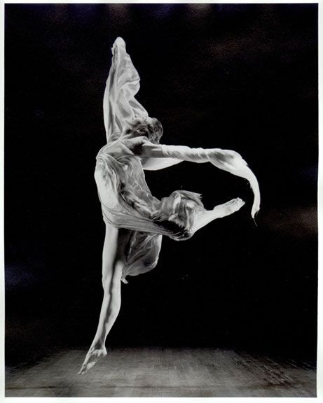 Isadora Duncan ideatrice delle vesti sciolte e delle danze improvvisate
