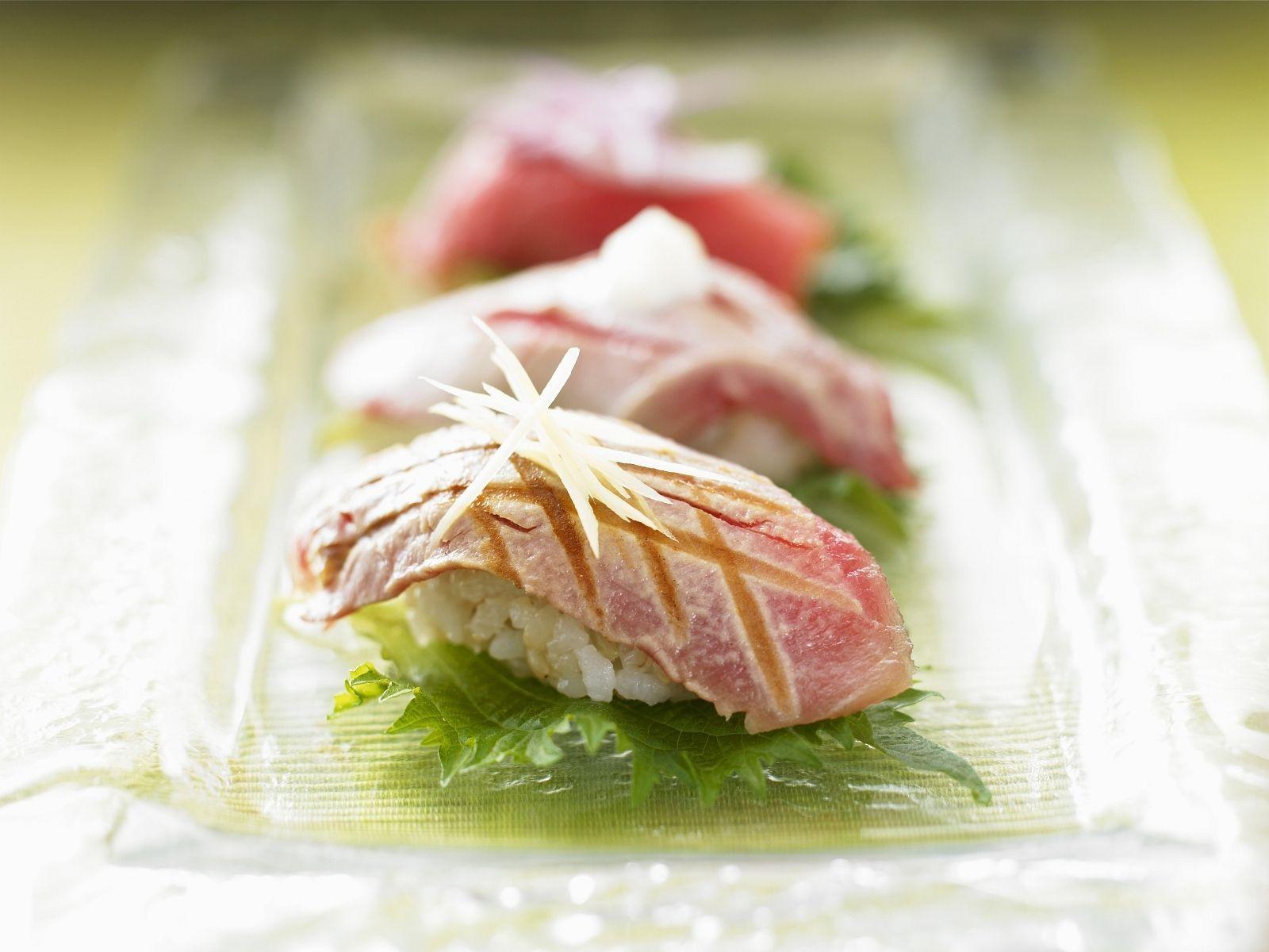 Sushi mit gebratenem Thunfisch - smarter - Zeit: 40 Min. | eatsmarter.de