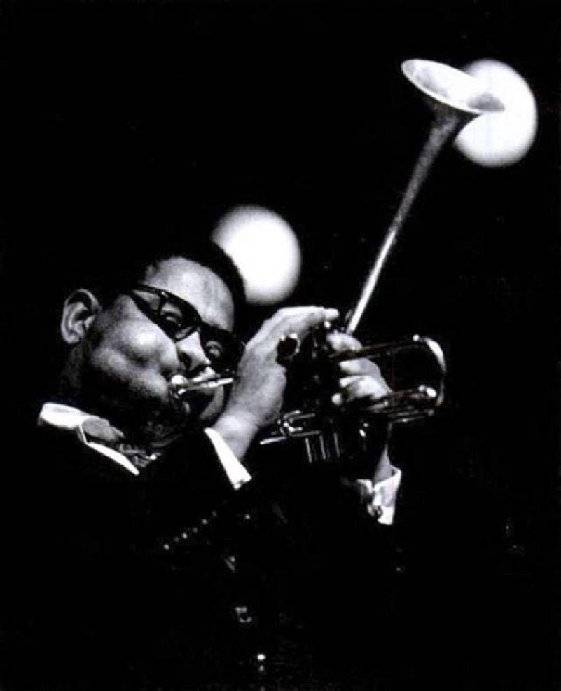 Les ãtonnantes Joues Du Lãgendaire Joueur De Jazz Dizzy