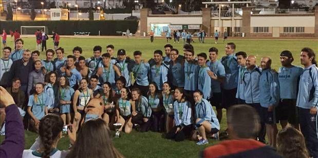 El equipo celeste revalidaron sus títulos tanto en categoría masculina y femenina, destacando también el bronce del Clínicas Rincón Vélez en chicos.    Los equipos junior del Club Nerja de Atletismo-Cueva de Nerja-UMA , tanto masculino como femenino,   #andaluz junior #atletismo