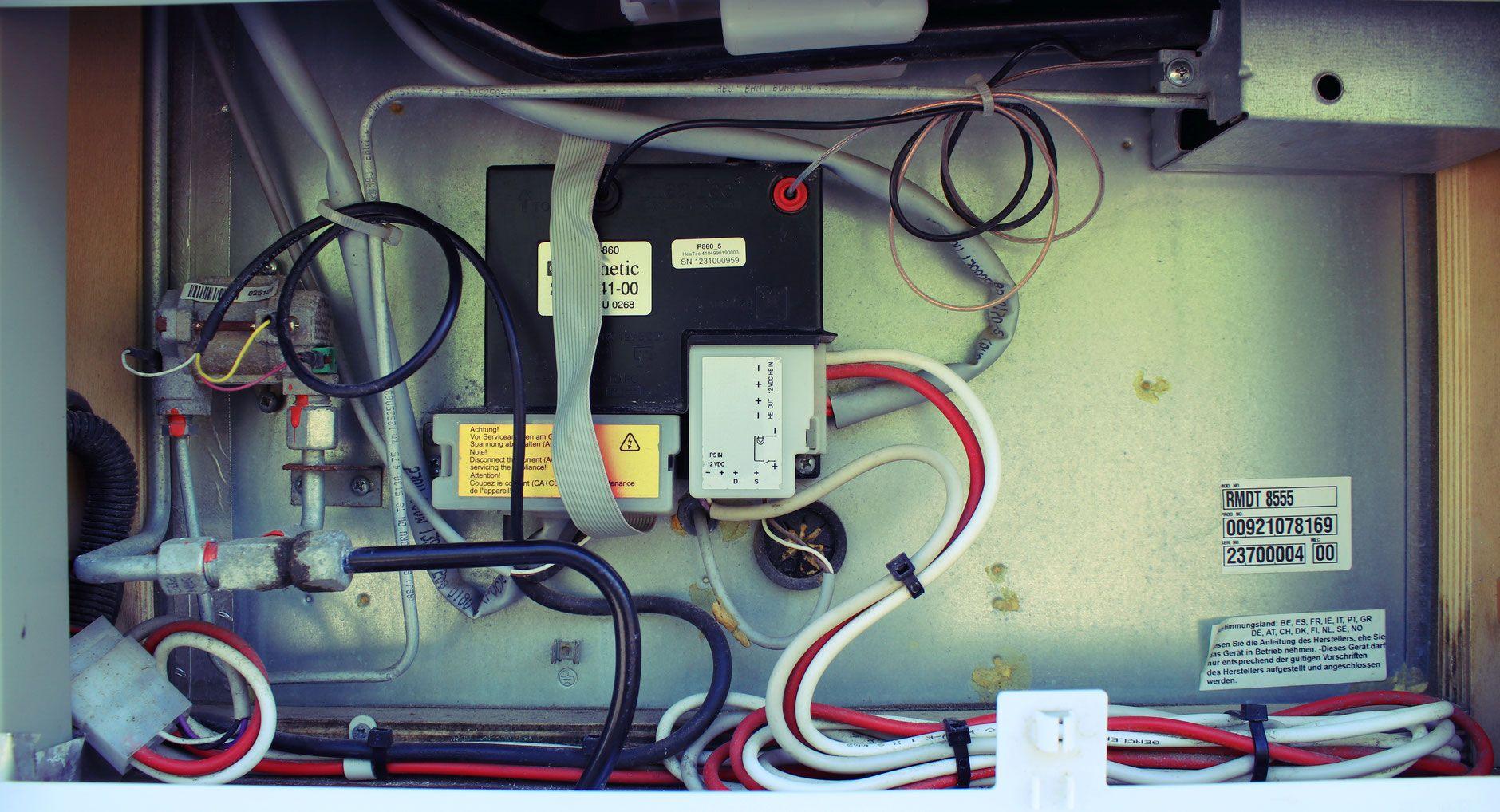 Die Kühlschrank Wartung - Hundeschule - Wohnmobil Reiseführer