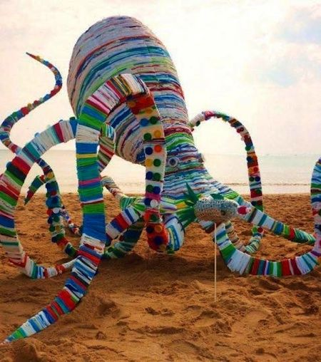 """20,00 Bags Under The Sea ""  is a award winning octopus sculpture by by the Australian artist Jacq Chorlton in 2010. The Octopus is around 13 Feet and is made of 20,000 woven recycled plastic bags."