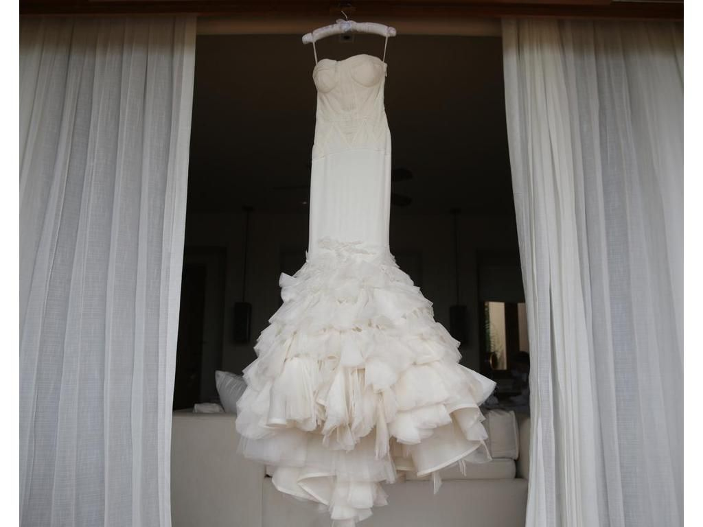Used vera wang wedding dress  Vera Wang Holly  Size   Used Wedding Dresses  Gowns
