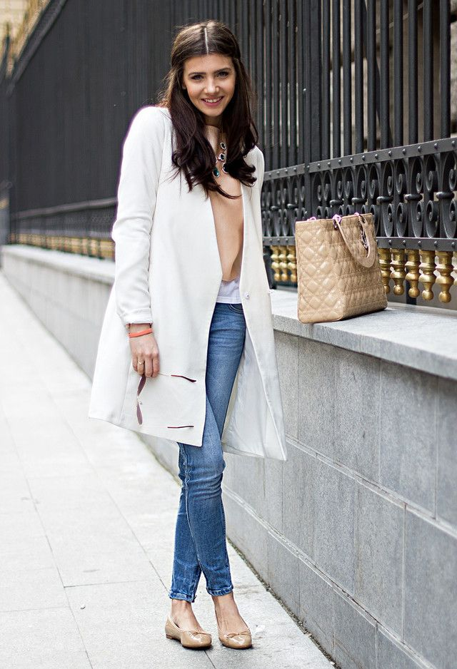Fashionable Spring Outfits for Young Women to Try | White trench ...